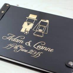 Gästebuch Hochzeit aus Holz mit Gravur - Klassik Comic