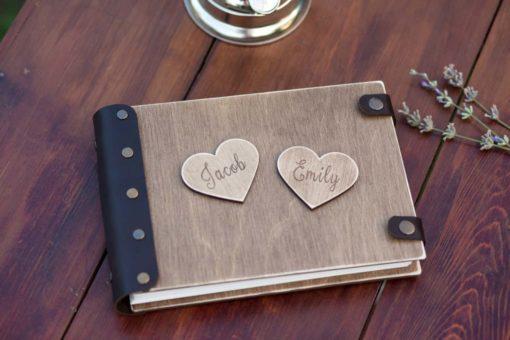 Gästebuch Hochzeit aus Holz mit Gravur - 3D Herzen