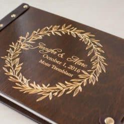 Gästebuch Hochzeit aus Holz mit Gravur - Kranz