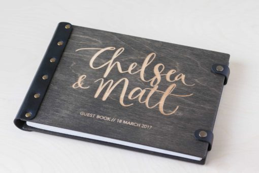 Gästebuch Hochzeit aus Holz mit Gravur - Dark Vintage