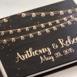 Gästebuch Hochzeit aus Holz mit Gravur - Lichterkette