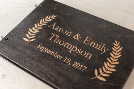 Gästebuch Hochzeit aus Holz mit Gravur - Edle Blüten
