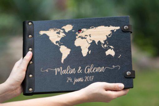Gästebuch Hochzeit aus Holz mit Gravur - Weltkarte