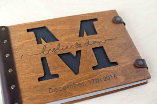 Vintage Fotoalbum aus Holz mit Gravur - Buchstaben 2