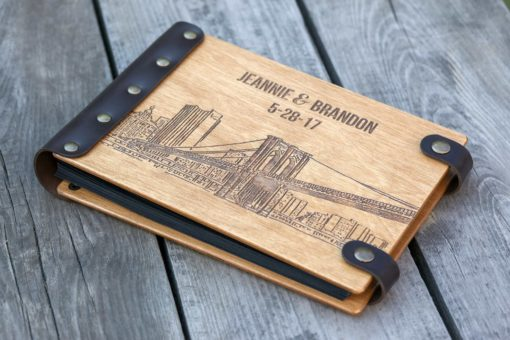 Vintage Fotoalbum aus Holz mit Gravur - Skyline