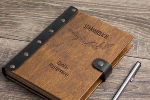 Stammbuch aus Holz mit Gravur - Natur