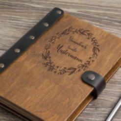 Stammbuch aus Holz mit Gravur - Blumenring
